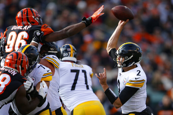 Pittsburgh Steelers quarterback Mason Rudolph (2) passes against Cincinnati Bengals defensive end Carlos Dunlap (96) during the first half an NFL football game, Sunday, Nov. 24, 2019, in Cincinnati. (AP Photo/Gary Landers)