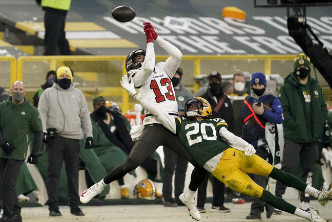 Tampa Bay Buccaneers' Mike Evans can't make the catch while being defended by Green Bay Packers' Kevin King during the second half of the NFC championship NFL football game in Green Bay, Wis., Sunday, Jan. 24, 2021. (AP Photo/Morry Gash)