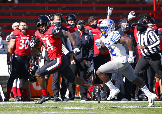 Cincinnati running back Jerome Ford (24) runs for a touchdown in front of Memphis defensive back Jacobi Francis (32) during the second half of an NCAA college football game Saturday, Oct. 31, 2020, in Cincinnati. Cincinnati won 49-10. (Photo by Gary Landers)