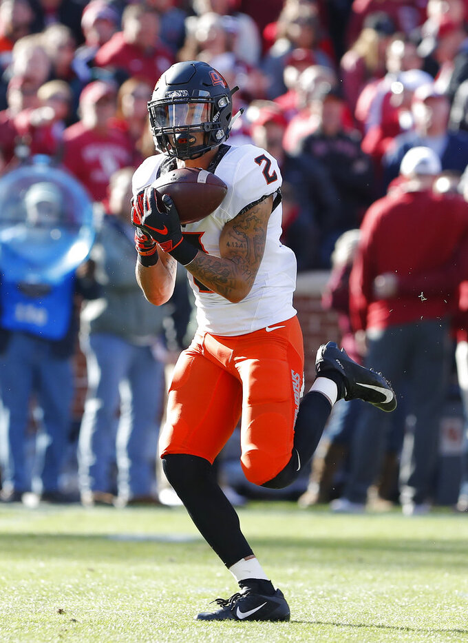 Oklahoma State wide receiver Tylan Wallace (2) makes a catch against Oklahoma in the first quarter of an NCAA college football game in Norman, Okla., Saturday, Nov. 10, 2018. (AP Photo/Alonzo Adams)