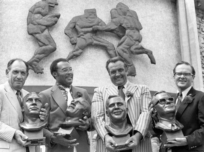 """RETRANSMISSION TO CORRECT AGE TO 93 - FILE - In this July 29, 1972 file photo, Pro Hall of Fame enshrinees, from left: Clarence """"Ace"""" Parker, Ollie Matson, Gino Marchetti and Lamar Hunt pose after induction ceremonies at the Hall of Fame in Canton, Ohio. Marchetti, an undersized Hall of Fame defensive tackle who helped the Baltimore Colts win two NFL championships, has died. He was 93. (AP Photo/File)"""