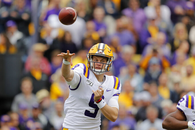 Burrow's 321 yards helps No. 2 LSU down No. 9 Auburn, 23-20