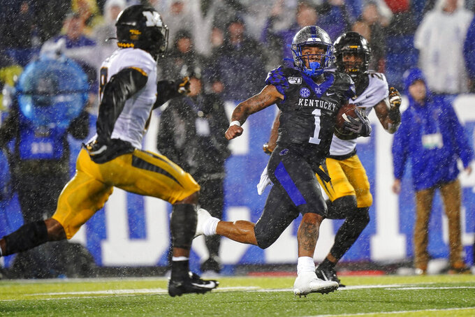 Kentucky quarterback Lynn Bowden Jr. (1) runs for a touchdown during the second half of NCAA college football game against Missouri, Saturday, Oct. 26, 2019, in Lexington, Ky. (AP Photo/Bryan Woolston)