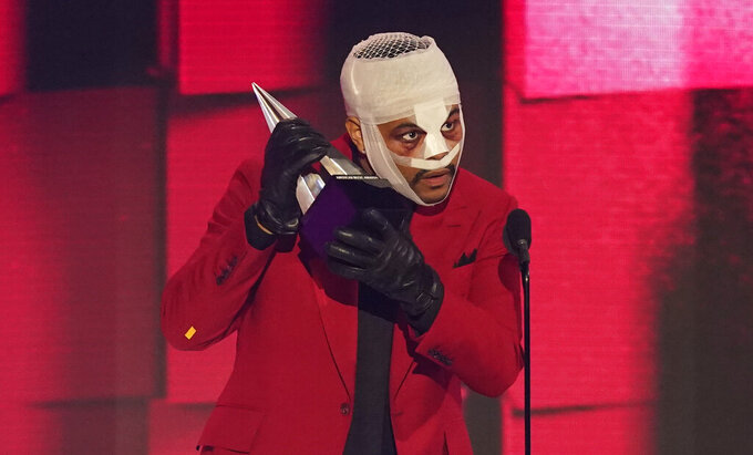 """The Weeknd accepts the award for favorite soul R&B song for """"Heartless"""" at the American Music Awards on Sunday, Nov. 22, 2020, at the Microsoft Theater in Los Angeles. (AP Photo/Chris Pizzello)"""