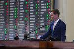 House Speaker Dade Phelan, R - Beaumont, gavels in votes at the Capitol in Austin, Texas on Tuesday, Aug. 31, 2021. (Mikala Compton/Austin American-Statesman via AP)