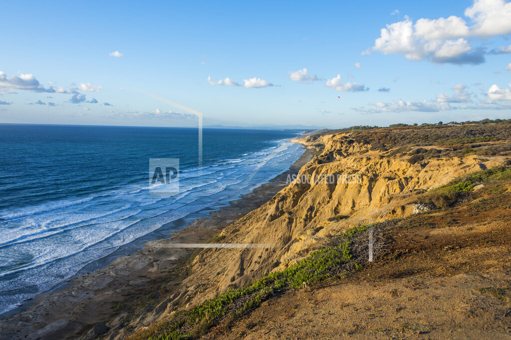 USA, California, San Diego, Cliffs of the Torrey pines gliderport