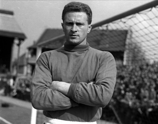 "FILE - This Sept. 5, 1957 file photo shows Manchester United and Ireland goalkeeper Harry Gregg. Harry Gregg, the former Manchester United goalkeeper who was described as a ""hero of Munich"