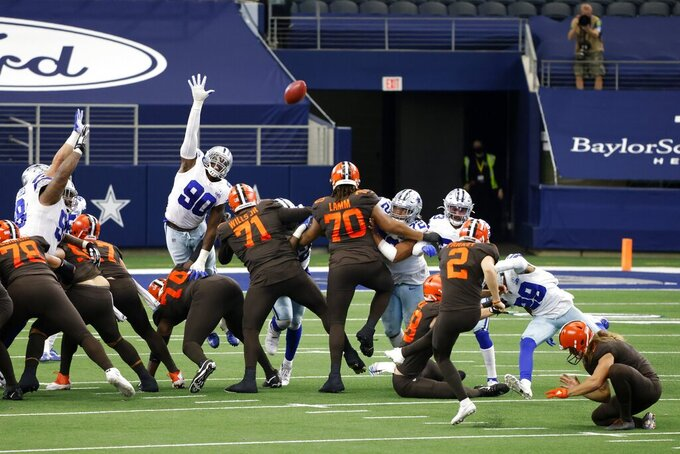 Cleveland Browns place kicker Cody Parkey (2) kicks a field goal in the second half of an NFL football game against the Dallas Cowboys in Arlington, Texas, Sunday, Oct. 4, 2020. (AP Photo/Ron Jenkins)