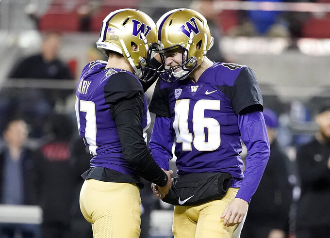 Washington's Peyton Henry, left, is congratulated by Race Porter (46) after kicking a field goal against Utah during the first half of the Pac-12 Conference championship NCAA college football game in Santa Clara, Calif., Friday, Nov. 30, 2018. (AP Photo/Tony Avelar)