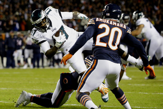 Philadelphia Eagles wide receiver Alshon Jeffery (17) makes a catch during the second half of an NFL wild-card playoff football game against the Chicago Bears Sunday, Jan. 6, 2019, in Chicago. (AP Photo/David Banks)