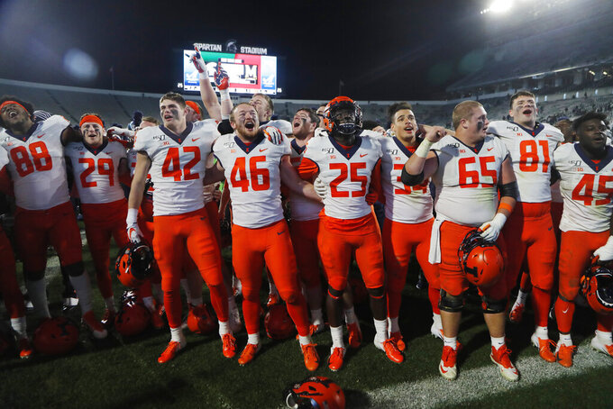 Illinois joins list of bowl eligible with huge comeback