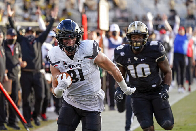 Cincinnati tight end Josh Whyle, left, outruns Central Florida linebacker Eriq Gilyard (10) on his way to a 29-yard touchdown on a pass play during the first half of an NCAA college football game, Saturday, Nov. 21, 2020, in Orlando, Fla. (AP Photo/John Raoux)