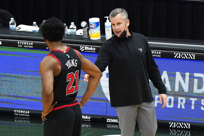 Chicago Bulls head coach Billy Donovan, right, talks to forward Thaddeus Young during the second half of an NBA basketball game against the Memphis Grizzlies in Chicago, Friday, April 16, 2021. (AP Photo/Nam Y. Huh)