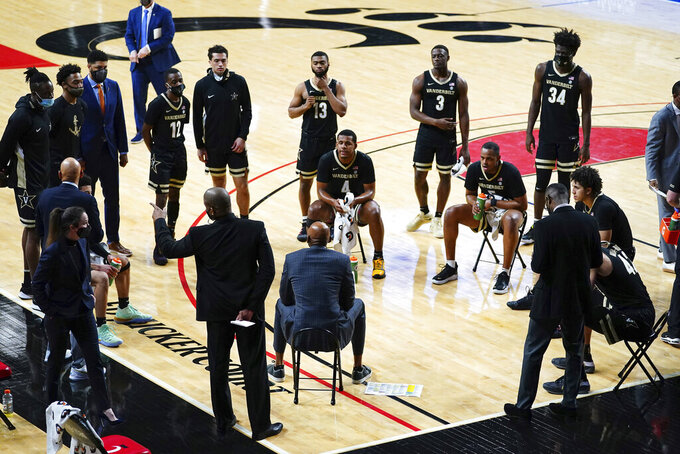 Vanderbilt head coach Jerry Stackhouse, center, talks to the team during a timeout in the first half of an NCAA college basketball game against Cincinnati, Thursday, March 4, 2021, in Cincinnati. (Kareem Elgazzar/The Cincinnati Enquirer via AP)