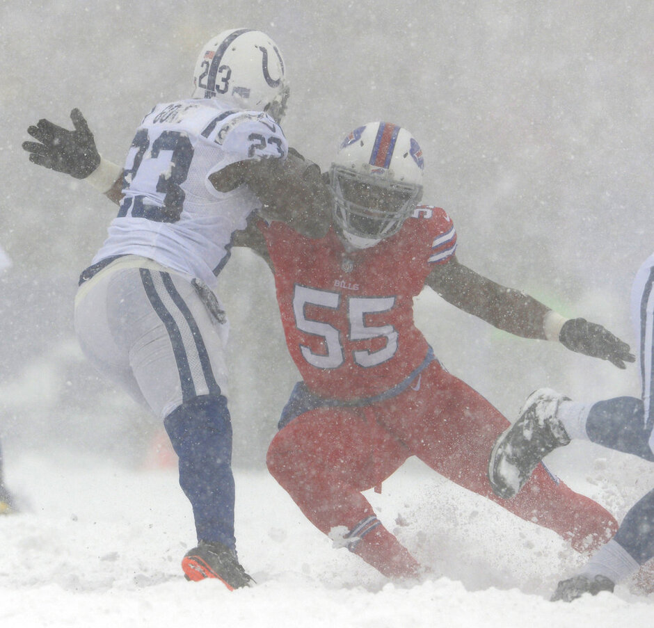 Jerry Hughes, Frank Gore