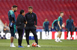 Tottenham coach Mauricio Pochettino speaks to Tottenham goalkeeper Hugo Lloris, left, during a training session at the Wanda Metropolitano stadium in Madrid, Friday May 31, 2019. English Premier League teams Liverpool and Tottenham Hotspur are preparing for the Champions League final which takes place in Madrid on Saturday night. (AP Photo/Bernat Armangue)
