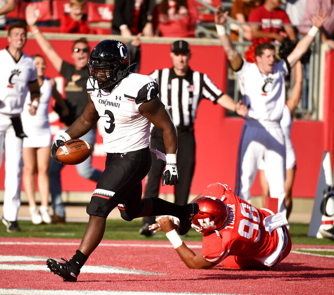 Cincinnati running back Michael Warren II (3) scores a touchdown past Houston defensive lineman Payton Turner during the second half of an NCAA college football game, Saturday, Oct. 12, 2019, in Houston. (AP Photo/Eric Christian Smith)