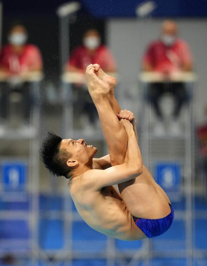 Ken Terauchi of Japan competes in men's diving 3m springboard semifinal at the Tokyo Aquatics Centre at the 2020 Summer Olympics, Tuesday, Aug. 3, 2021, in Tokyo, Japan. (AP Photo/Dmitri Lovetsky)