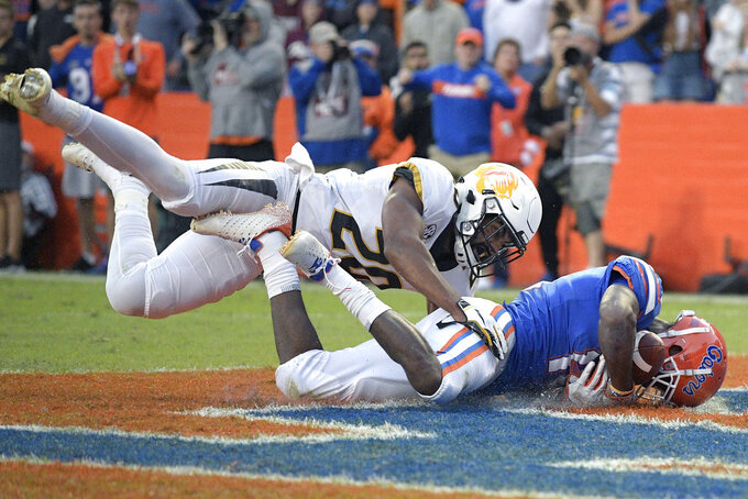 Florida wide receiver Josh Hammond, right, catches a pass in the end zone in front of Missouri defensive back Khalil Oliver (20) for a 7-yard touchdown during the second half of an NCAA college football game Saturday, Nov. 3, 2018, in Gainesville, Fla. (AP Photo/Phelan M. Ebenhack)