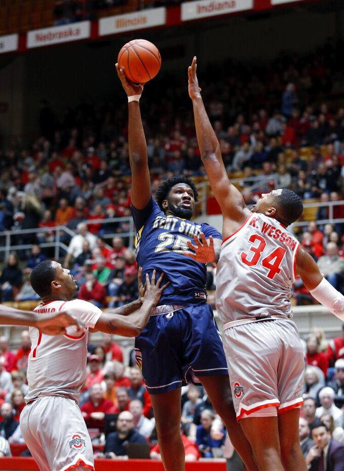 Kent State forward Phil Whittington, center, goes up to shoot between Ohio State guard Luther Muhammad, left, and forward Kaleb Wesson during the first half of an NCAA college basketball game in Columbus, Ohio, Monday, Nov. 25, 2019. (AP Photo/Paul Vernon)
