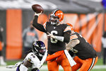 Cleveland Browns quarterback Baker Mayfield (6) throws a 21-yard touchdown pass to wide receiver Rashard Higgins during the second half of an NFL football game against the Baltimore Ravens, Monday, Dec. 14, 2020, in Cleveland. (AP Photo/Ron Schwane)