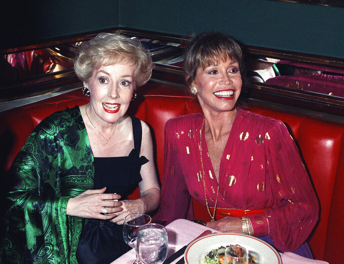 FILE - In this Aug. 30, 1992, file photo, Mary Tyler Moore, right, is joined by former