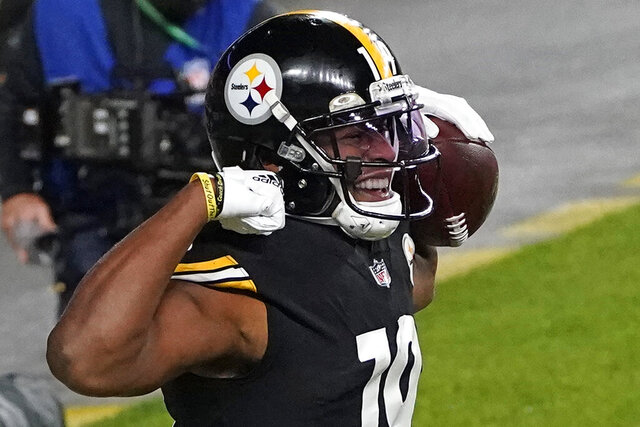 Pittsburgh Steelers wide receiver JuJu Smith-Schuster (19) celebrates after scoring on a an 8-yard pass from quarterback Ben Roethlisberger during the first half of an NFL football game against the Cincinnati Bengals, Sunday, Nov. 15, 2020, in Pittsburgh. (AP Photo/Keith Srakocic)