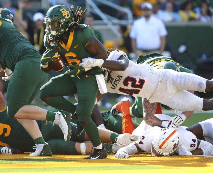 Baylor running back JaMycal Hasty, left, scores past UTSA linebacker Ladarian McFarland, right, in the second half of an NCAA college football game, Saturday, Sept. 7, 2019, in Waco, Texas. (Rod Aydelotte/Waco Tribune-Herald via AP)
