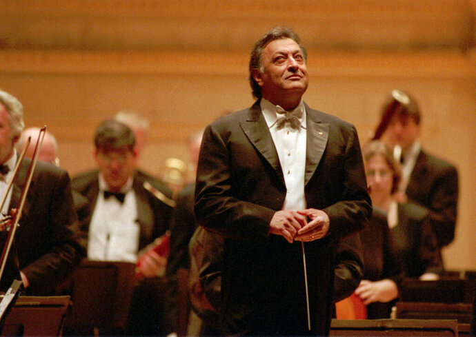 """FILE - In this April 24, 1996 file photo, conductor Zubin Mehta and the Israel Philharmonic enjoy the applause after the performance at New York's Carnegie Hall. When Mehta joined the Israel Philharmonic Orchestra in 1969, Lahav Shani wasn't even alive. Now, at the age of 30, the Israeli wunderkind is poised to succeed his mentor at the helm of the acclaimed symphony. Mehta, 83, is set to step down late this year after leading the orchestra for half a century and serving as its """"music director for life"""" since 1981.  (AP Photo/Paul Hurschmann, File)"""