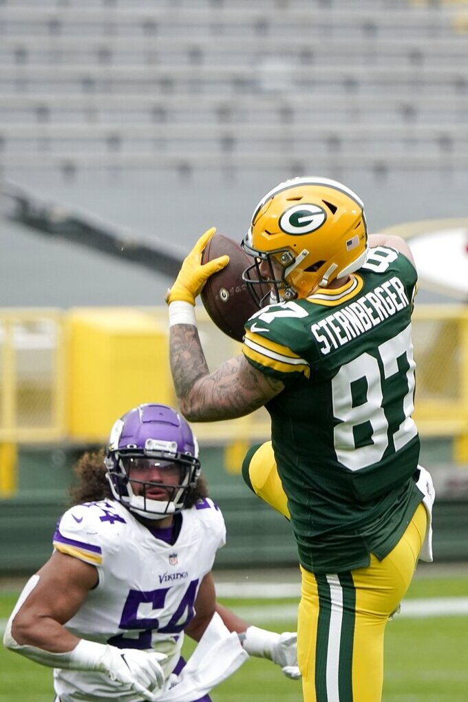 Green Bay Packers' Jace Sternberger catches a pass in front of Minnesota Vikings' Eric Kendricks during the first half of an NFL football game Sunday, Nov. 1, 2020, in Green Bay, Wis. (AP Photo/Morry Gash)