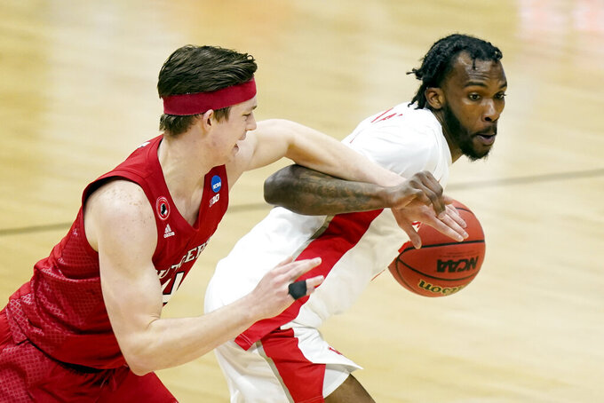 Rutgers' Paul Mulcahy, left, reaches in on Houston's DeJon Jarreau, right, during the first half of a college basketball game in the second round of the NCAA tournament at Lucas Oil Stadium in Indianapolis Sunday, March 21, 2021. (AP Photo/Mark Humphrey)