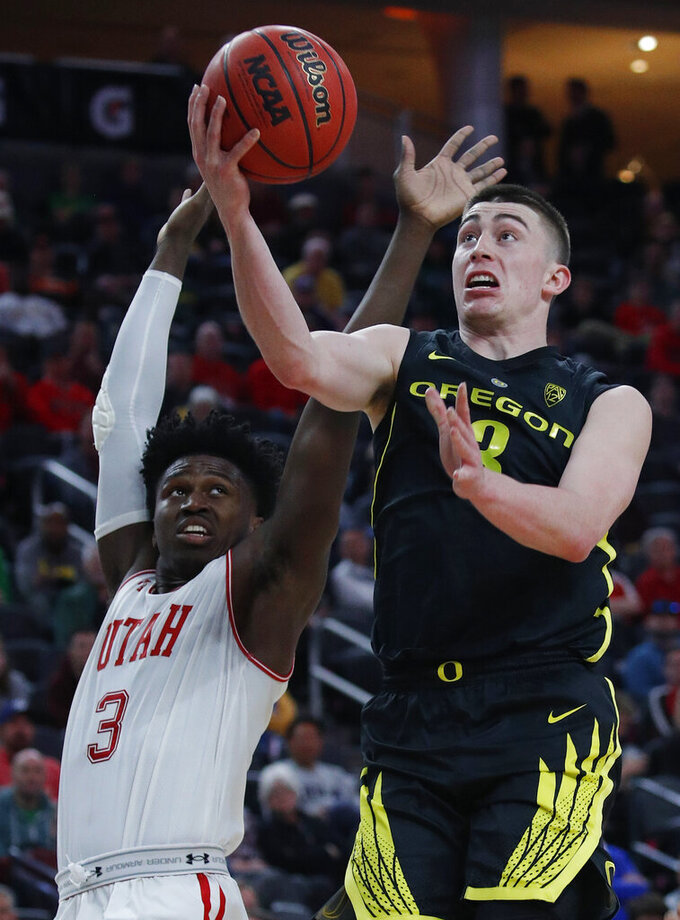Oregon's Payton Pritchard shoots over Utah's Donnie Tillman during the second half of an NCAA college basketball game in the quarterfinals of the Pac-12 men's tournament Thursday, March 14, 2019, in Las Vegas. (AP Photo/John Locher)