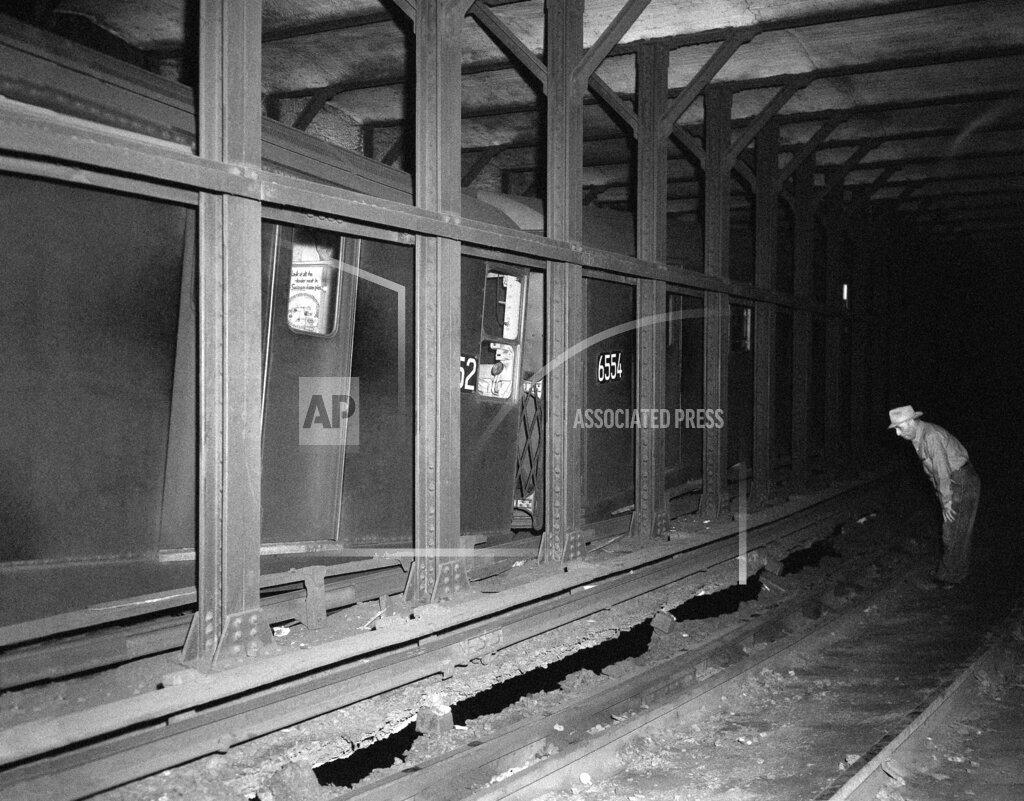 Watchf AP A  NY USA APHS351149 NYC Subway
