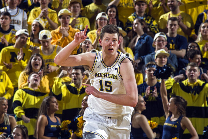 No. 2 Michigan now 17-0 after 80-60 win over Northwestern