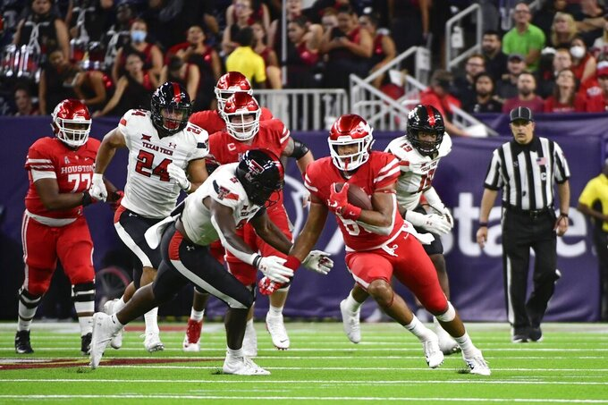 Houston tight end Christian Trahan (85) runs with the ball against Houston during the second half of an NCAA college football game Saturday, Sept. 4, 2021, in Houston. (AP Photo/Justin Rex)