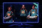 Dadi og Gagnamagnid de Islandia se presentan vía video durante los ensayos del Festival de la Canción de Eurovisión en la Arena Ahoy en Rotterdam, Holanda, el miércoles 19 de mayo de 2021. Un miembro de Dadi og Gagnamagnid dio positivo a COVID-19 y la banda tomó la decisión de no presentarse en vivo en el festival pues no podrían estar todos. (Foto AP/Peter Dejong)