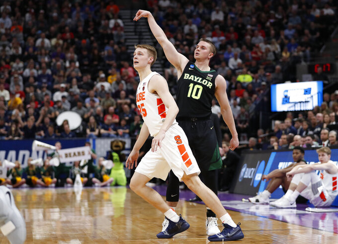 Baylor guard Makai Mason (10) watches a 3-pointer over Syracuse guard Buddy Boeheim (35) during the first half of a first-round game in the NCAA men's college basketball tournament Thursday, March 21, 2019, in Salt Lake City. (AP Photo/Jeff Swinger)