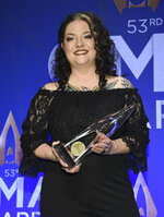 Best new artist award winner Ashley McBryde poses in the press room at the 53rd annual CMA Awards at Bridgestone Arena on Wednesday, Nov. 13, 2019, in Nashville, Tenn. (Photo by Evan Agostini/Invision/AP)