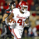 Oklahoma's Trey Sermon (4) scores a touchdown during the second half of the team's NCAA college football game against Texas Tech, Saturday, Nov. 3, 2018, in Lubbock, Texas. (AP Photo/Brad Tollefson)