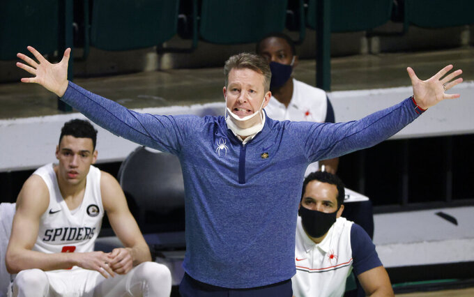 Richmond coach Chris Mooney gestures during the second half of the team's NCAA college basketball game against Mississippi State in the semifinals of the NIT, Thursday, March 25, 2021, in Denton, Texas. (AP Photo/Ron Jenkins)