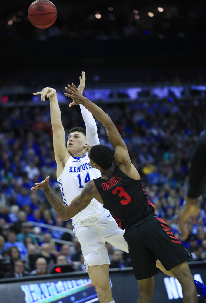 Kentucky's Tyler Herro (14) puts up a shot over Houston's Armoni Brooks (3) during the first half of a men's NCAA tournament college basketball Midwest Regional semifinal game Friday, March 29, 2019, in Kansas City, Mo. (AP Photo/Orlin Wagner)