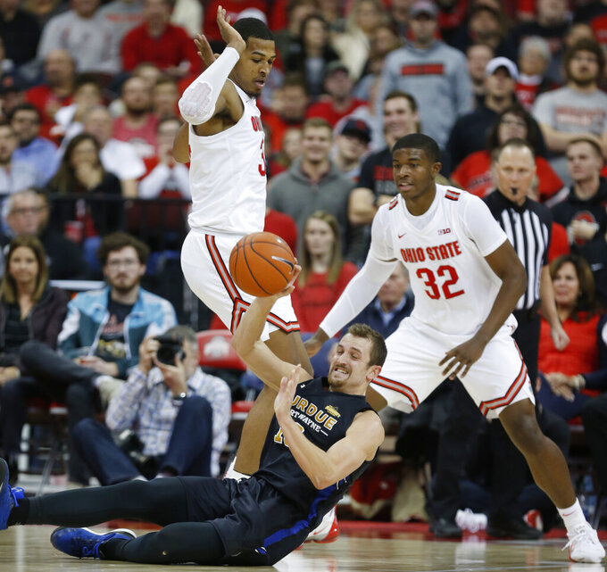 Purdue Fort Wayne forward Matt Holba, center, tries to pass between Ohio State forward Kaleb Wesson, left, and forward E.J. Liddell during the second half of an NCAA college basketball game in Columbus, Ohio, Friday, Nov. 22, 2019. Ohio State won 85-46 (AP Photo/Paul Vernon)