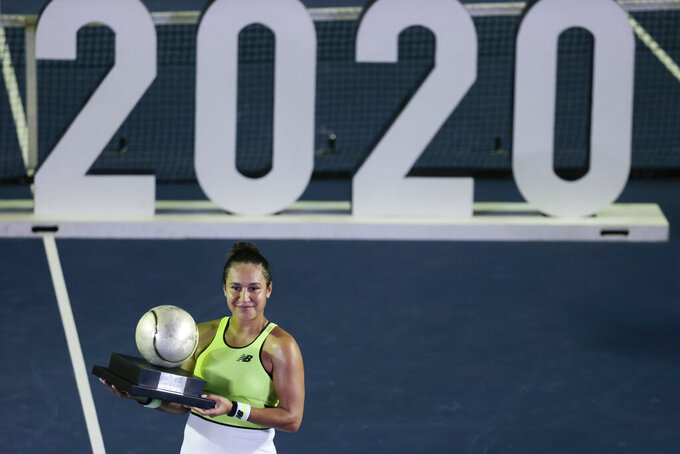 Heather Watson of Great Britain poses with her trophy after winning in her women's final match against Canada's Leylah Fernandez at the Mexican Tennis Open in Acapulco, Mexico, Saturday, Feb. 29, 2020.(AP Photo/Rebecca Blackwell)