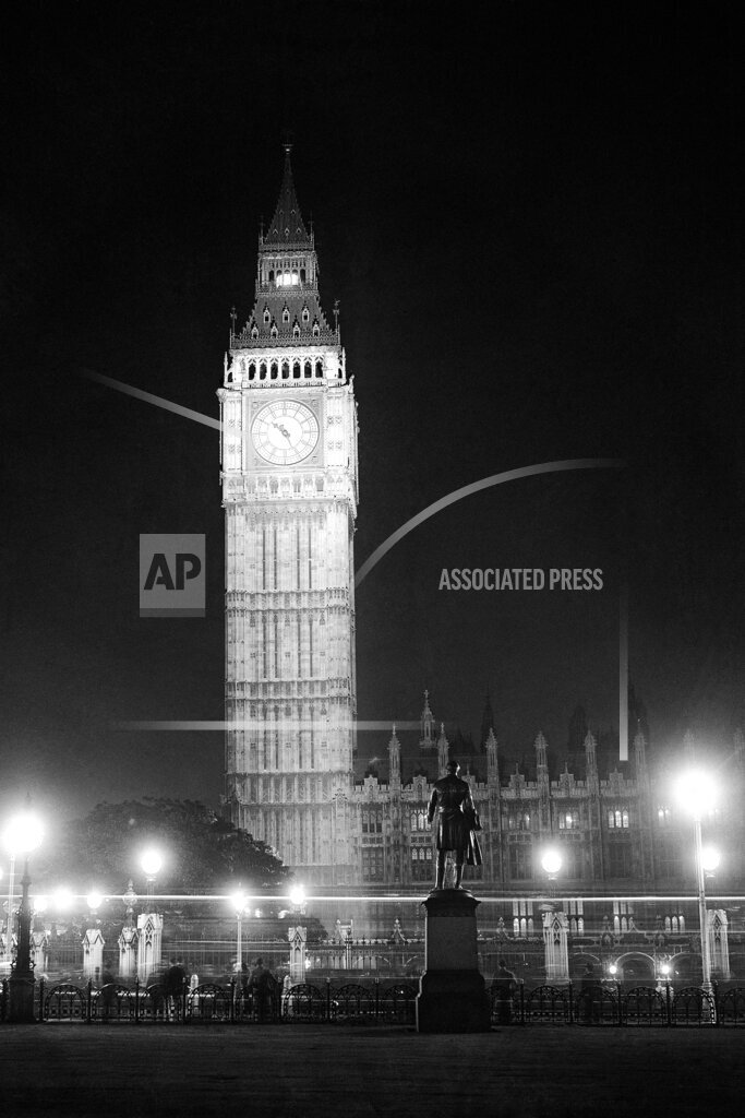 Watchf AP I   GBR XEN APHSL34452 Great Britain London Westminster Illumination