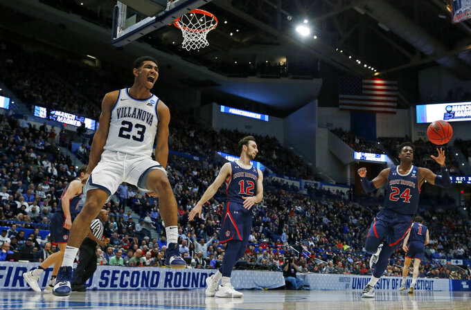 Defending NCAA champ Villanova holds off Saint Mary's