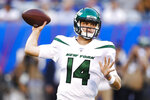 New York Jets quarterback Sam Darnold throws a pass during the first half of the team's preseason NFL football game against the New York Giants on Thursday, Aug. 8, 2019, in East Rutherford, N.J. (AP Photo/Michael Owens)