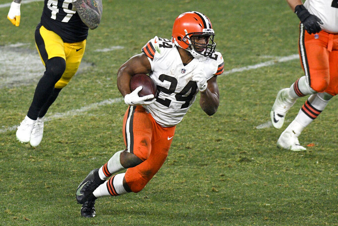 Cleveland Browns running back Nick Chubb (24) runs for a touchdown on a 40-yard pass play during the second half of an NFL wild-card playoff football game against the Pittsburgh Steelers in Pittsburgh, Sunday, Jan. 10, 2021. (AP Photo/Don Wright)