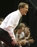 Oregon head basketball coach Dana Altman calls to his team during the second half of an NCAA college basketball game against Oregon State, Saturday, Jan. 5, 2019, in Eugene, Ore. (AP photo/Chris Pietsch)