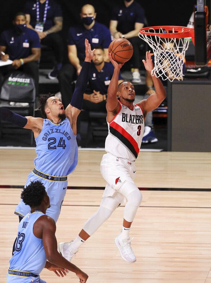 Con 33 puntos de CJ McCollum y 29 de Damian Lillard los Trial Blazers de Portland superan en tiempo extra por 140-135 a los Grizzlies de Memphis en el juego del viernes 31 de julio del 2020 en Lake Buena Vista, Florida. (Mike Ehrmann/Pool Photo via AP)