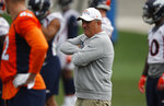 Denver Broncos head coach Vic Fangio looks on during drills at the team's NFL football training facility Tuesday, June 4, 2019, in Englewood, Colo. (AP Photo/David Zalubowski)